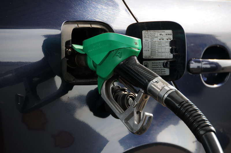 Pohonné hmoty zlevnily, nafta zůstává dražší než benzin - anotační obrázek