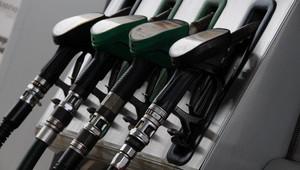 Litr benzínu už vyjde o více než šest korun dráže než před rokem. Ceny pohonných hmot budou dále zdražovat