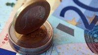 Kvůli politické nejistotě čelí euro problémům - anotační obrázek