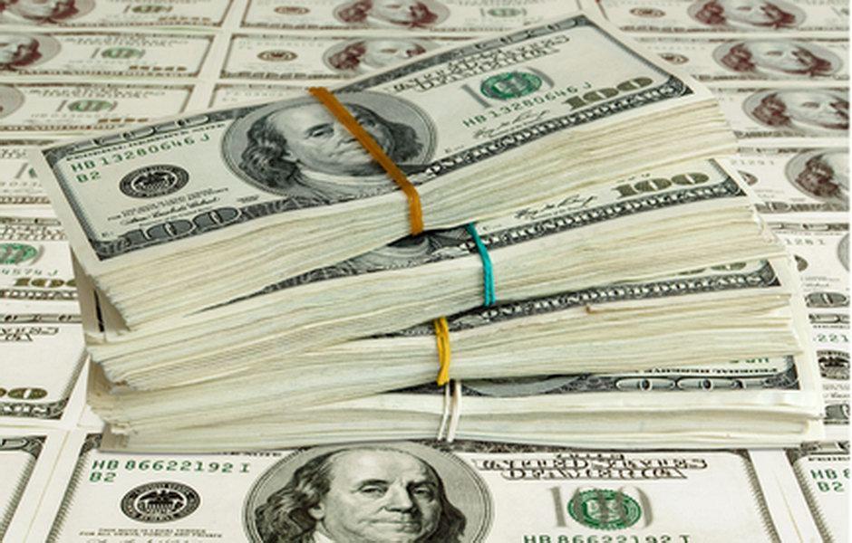 Ropa a zlato jedou na vlně slabšího amerického dolaru - anotační obrázek