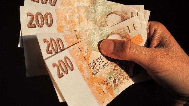 Minimální mzda se od 1. ledna zvýší. Komu náleží a jak se vyvíjela od roku 1991? - anotační obrázek