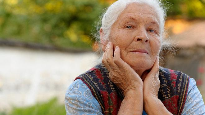 Samotou trpí více než polovina seniorů. Před Vánoci se situace zhoršuje - anotační foto