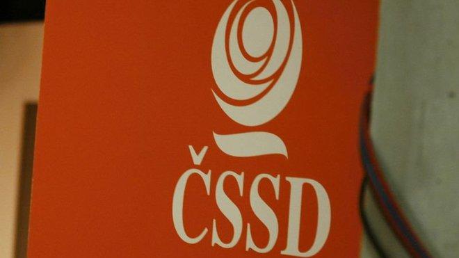 Má ČSSD zůstat ve vládě? Názory politologů se liší