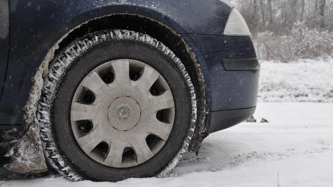 Řidiči pozor. Kvůli sněhu hrozí pokuty - anotační foto