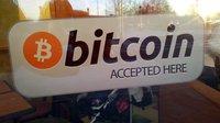 Bitcoin překonal hranici 10 tisíc dolarů za kus. Co za tím stojí?