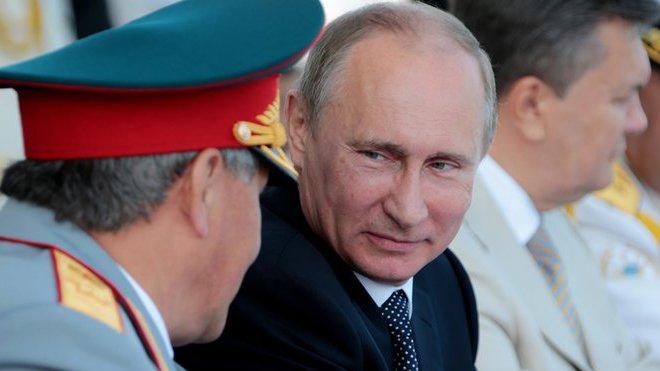 Vladimír Putin (uprostřed)