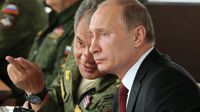 Kolik bere Putin, Obama nebo Merkelová? Zveřejněno - anotační foto