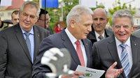 Prezidenti Německa a Česka navštívili továrnu Škoda Auto.