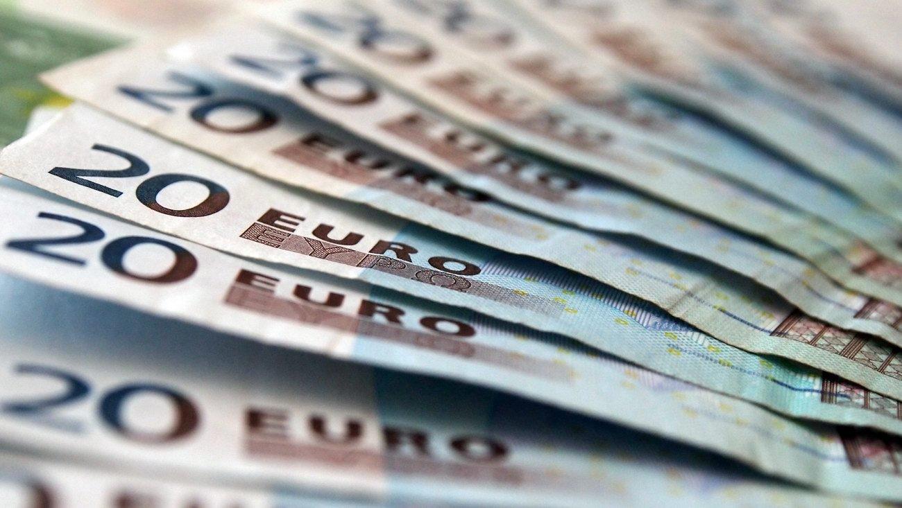 Mohli by drobní investoři na zavedení eura vydělat? - anotační obrázek