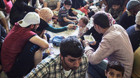 Syřané se 4 ženami a 23 dětmi jako nový obraz normálnosti. Němci zuří - anotační obrázek