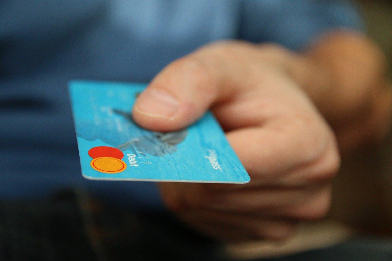 Platba kartou na finančních úřadech? Poplatníky čeká malý krůček vpřed - anotační obrázek