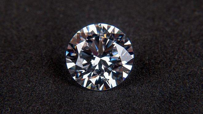 Do 10 let bude většina lidí v civilizovaném světě vlastnit diamant - anotační foto