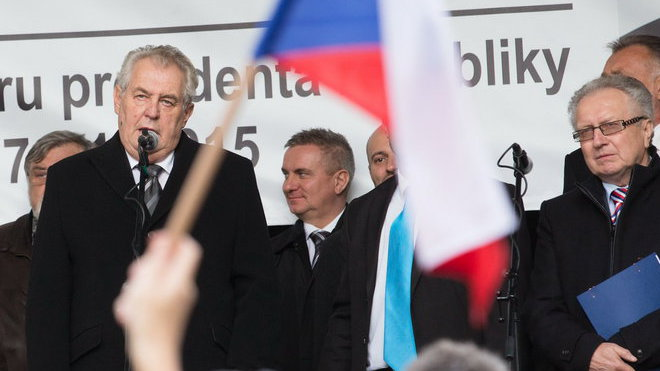 Demonstrace na Albertově při příležitosti výročí 17. listopadu