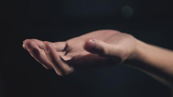 Platit už se dá i čipem implantovaným v ruce - anotační foto