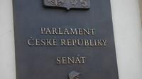Prodloužené ošetřovné bude 70 procent, schválil Senát - anotační obrázek