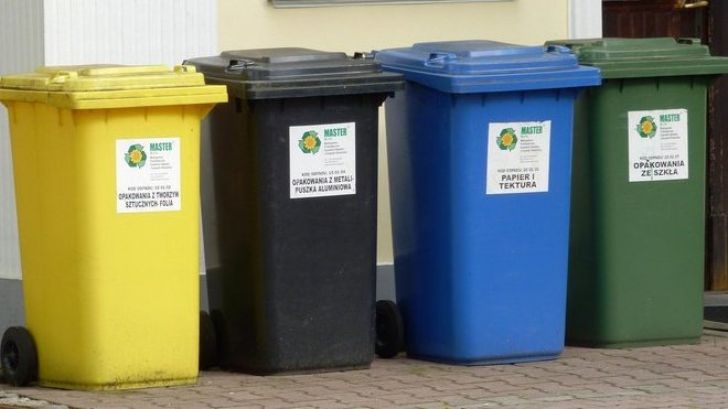 Tipy na jarní úklid: Jak správně třídit odpad aneb kam se starým nábytkem, elektrem či léky - anotační foto