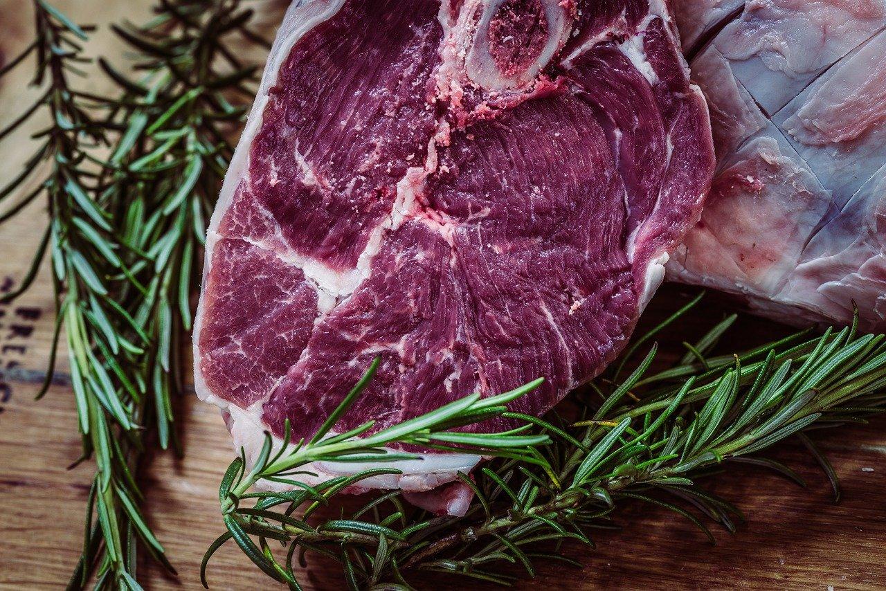 Máte rádi maso? Vědci varují před dalšími riziky - anotační foto