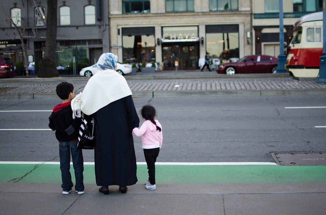 Muslimko, sbal si, jedeš domů. Po brexitu se objevila vlna rasismu - anotační foto