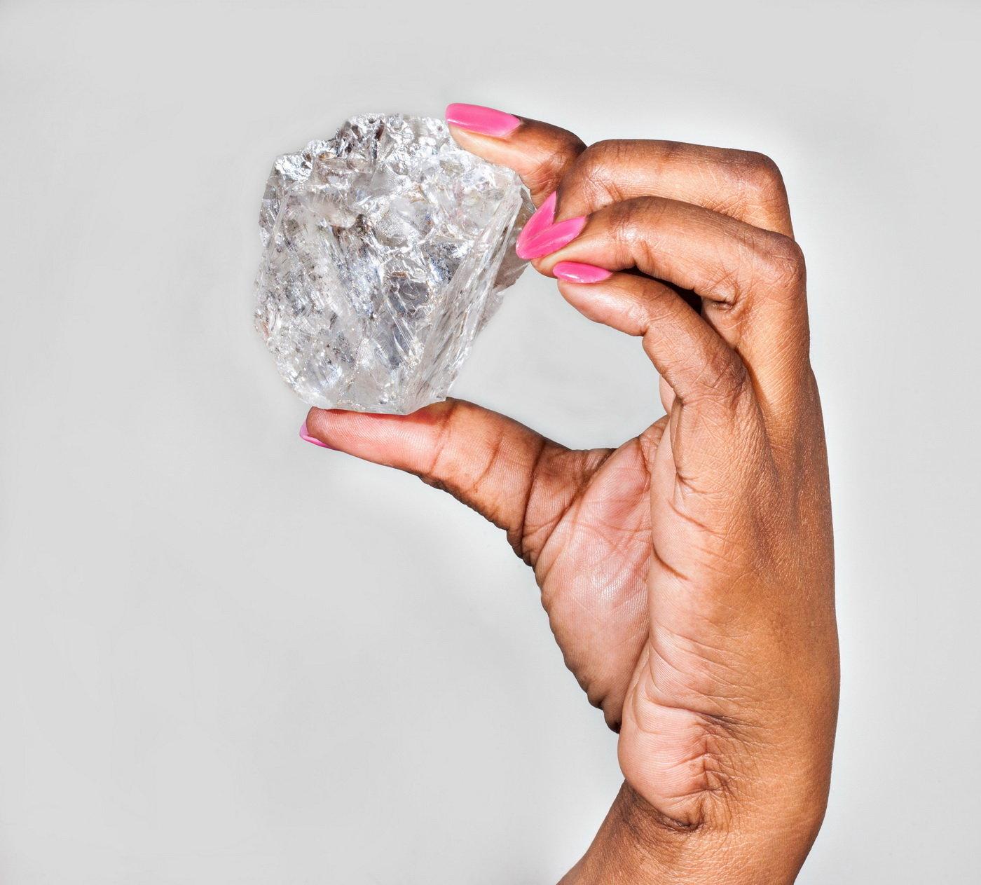 Naprostý unikát  Největší nezpracovaný diamant na světě jde do dražby  c0bcaffc859