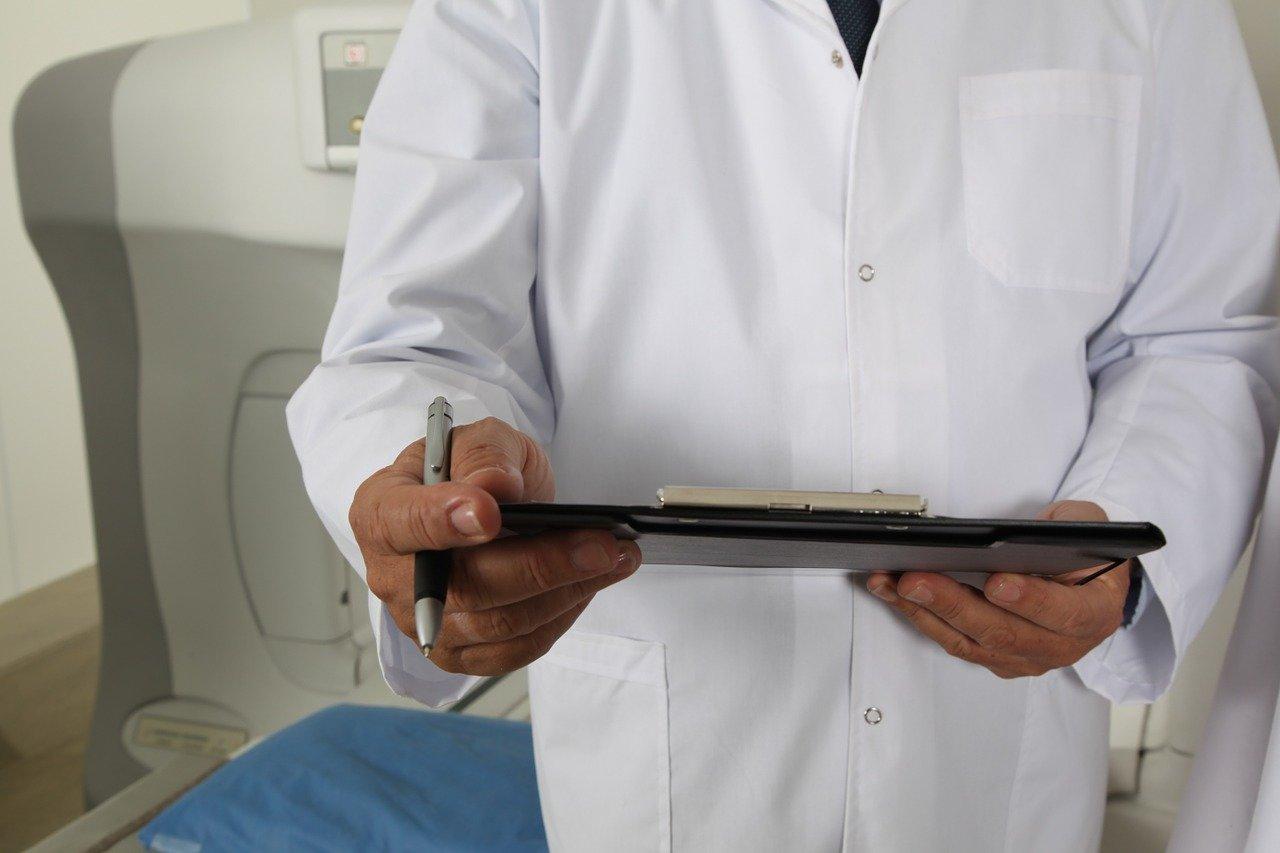 Německým lékařům jde v ordinacích o život. Uprchlíci vytahují nože, hází židlemi! - anotační obrázek