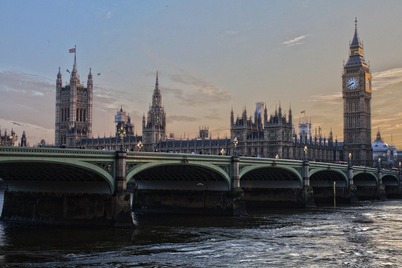 Velká Británie se připravuje na apokalypsu? Chce opravit tunel postavený za druhé světové války - anotační obrázek