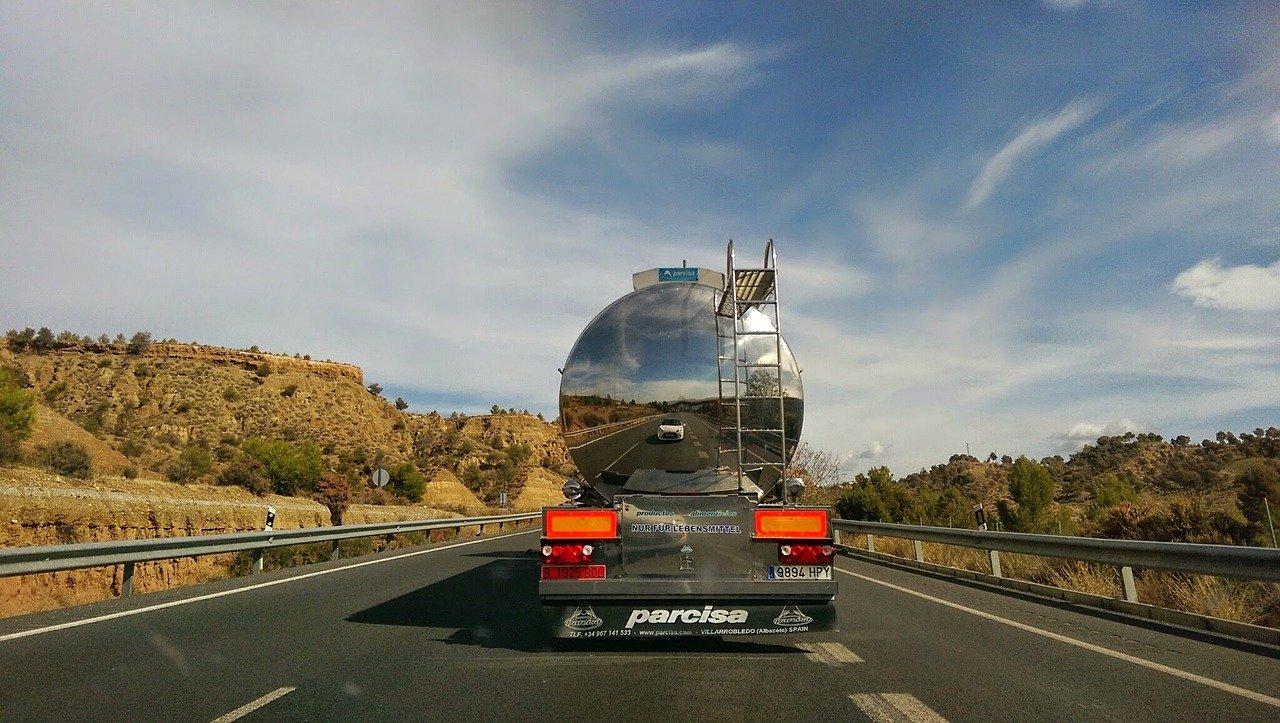 Výhrůžky skončily. Uprchlíci začali řidiče kamionů brutálně mlátit - anotační obrázek