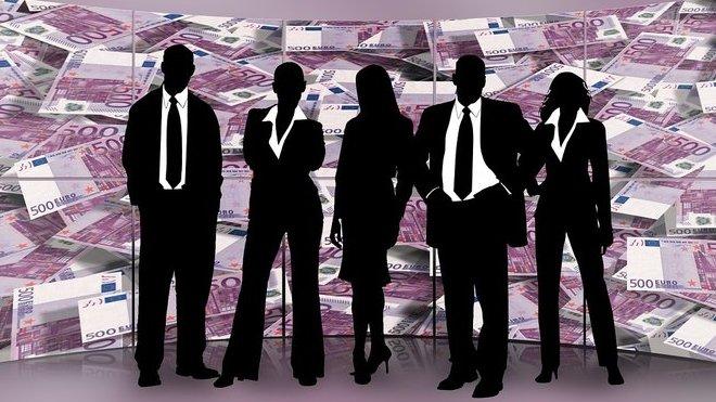 Lidé půjčují lidem: VČesku je čím dál víc oblíbenější investování do P2P půjček - anotační foto