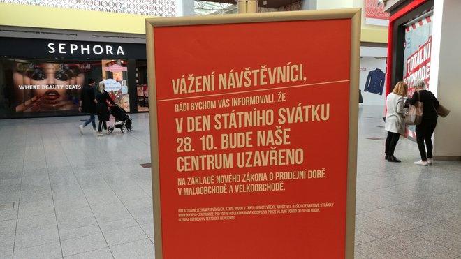 28. října 2016 poprvé zavírají obchody na základě zákona o prodejní době