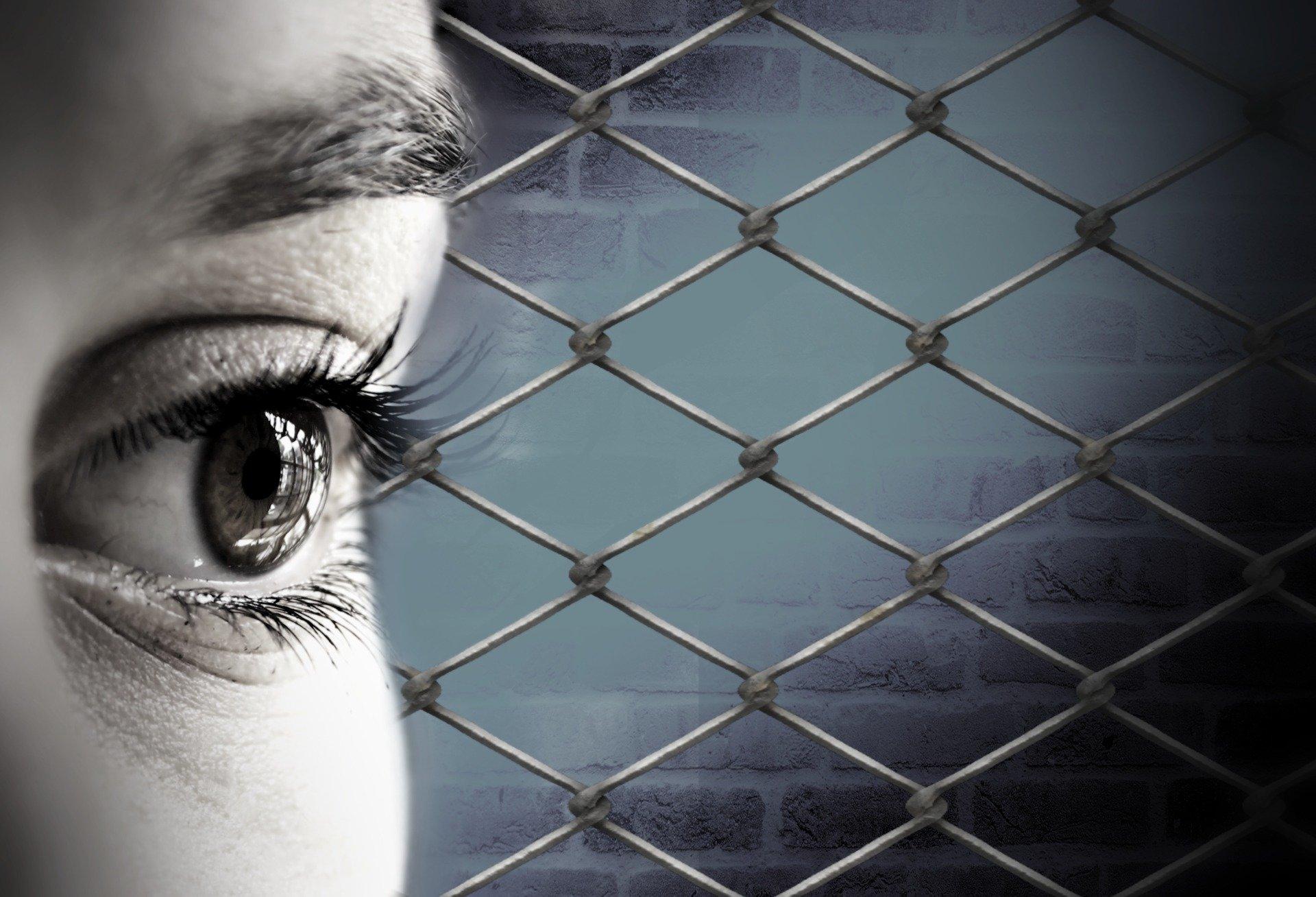 Skandál v USA: Úředníci píchali dětem migrantů drogy, v táborech docházelo i k týrání - anotační obrázek
