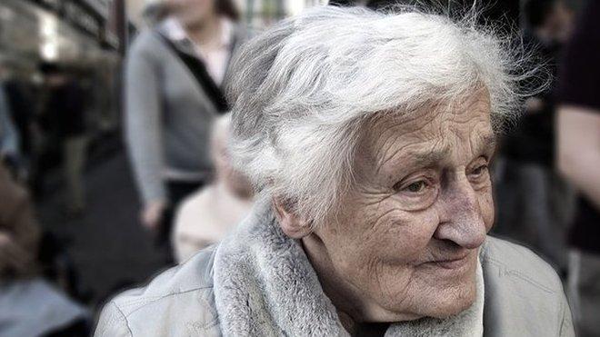 Před očkováním starších lidí by měl jejich stav posoudit lékař, upozorňuje SÚKL - anotační obrázek