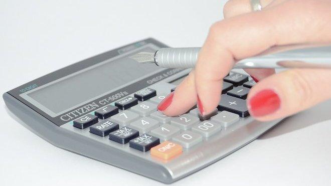 Sněmovna schválila nižší DPH i širší uplatnění daňové ztráty - anotační obrázek