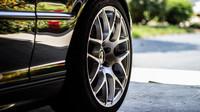 Letní pneumatiky: Které pneu známých značek obstály vtestech a které zklamaly? - anotační obrázek