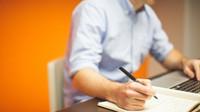 Placené volno i úlevy na daních aneb Jaké výhody může přinést studium při práci - anotační obrázek