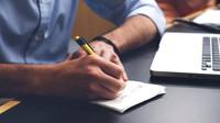 Absolvovali jste rekvalifikační kurz?  Firmy však často upřednostňují praxi před vzděláním - anotační obrázek