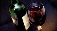 Látka v červeném víně může udržet mozek mladý. V čem je tedy problém a lidé stárnou? - anotační obrázek
