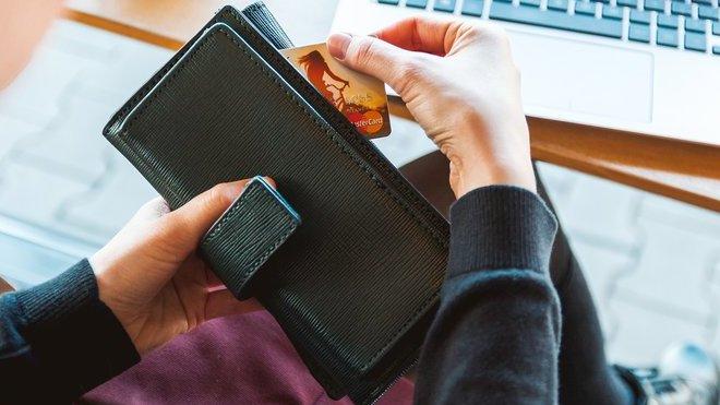 Jsou Češi opravdu chudí? Jak jsme na tom ve srovnání s Německem? - anotační obrázek