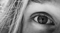 Unavené oči, rozmazané vidění? Můžete mít digitální únavu zraku - anotační obrázek