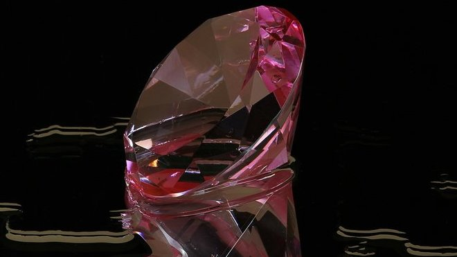 Do dražby míří růžový diamant Pink Legacy. Prodejní cena může ... 17e3c1ab98e