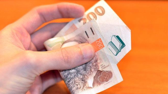Neočekávané výdaje řešilo za posledních pět let 80 procent Čechů - anotační obrázek