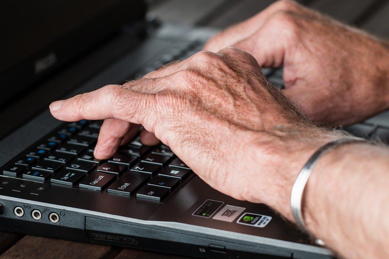 Lidé se bojí ztráty práce kvůli věku. Opravdu starší osoby brzdí rozvoj a jsou neproduktivní? - anotační obrázek