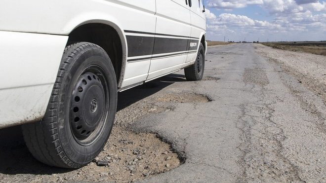Babiš: Kraje dostanou na opravy silnic slíbené čtyři miliardy - anotační obrázek