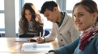 Mají si mladí na co stěžovat? V Německu je maturita nevídaný luxus, jinde jsou na tom ještě hůř - anotační obrázek