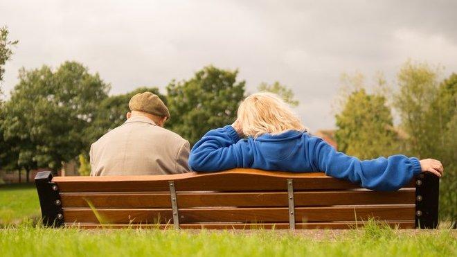 Penzijní reforma není nutná? Vládní studie o důchodech je velká lež, tvrdí komentátor - anotační obrázek