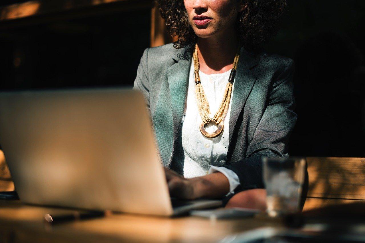 Pracujete často na počítači? Hrozí vám vážná zánětlivá nemoc - anotační obrázek