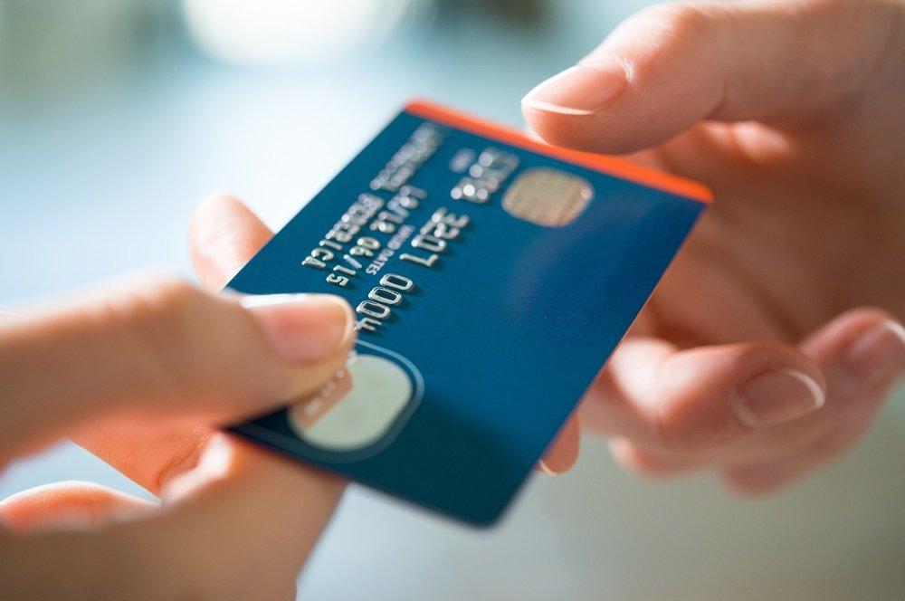 Kreditní karta: Podle jakých kritérií ji vybrat a na co si dát pozor?