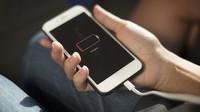 Mobil zdruhé ruky jako dárek pod stromeček? Slabá baterie nemusí být problém, potlučené rohy ano - anotační obrázek