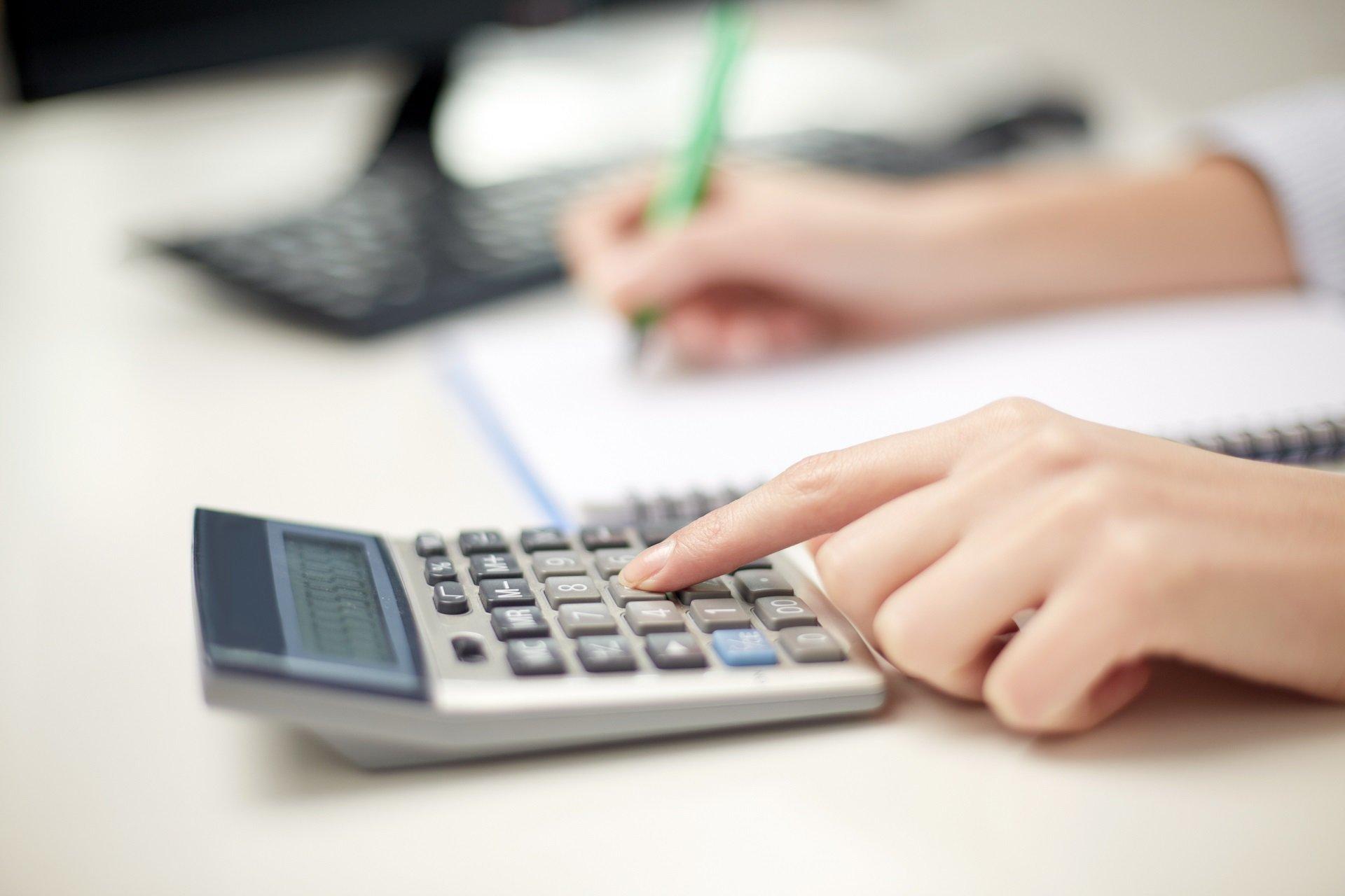 Splácíte drahou půjčku? Refinancujte ji a ušetřete tisíce korun ročně - anotační obrázek