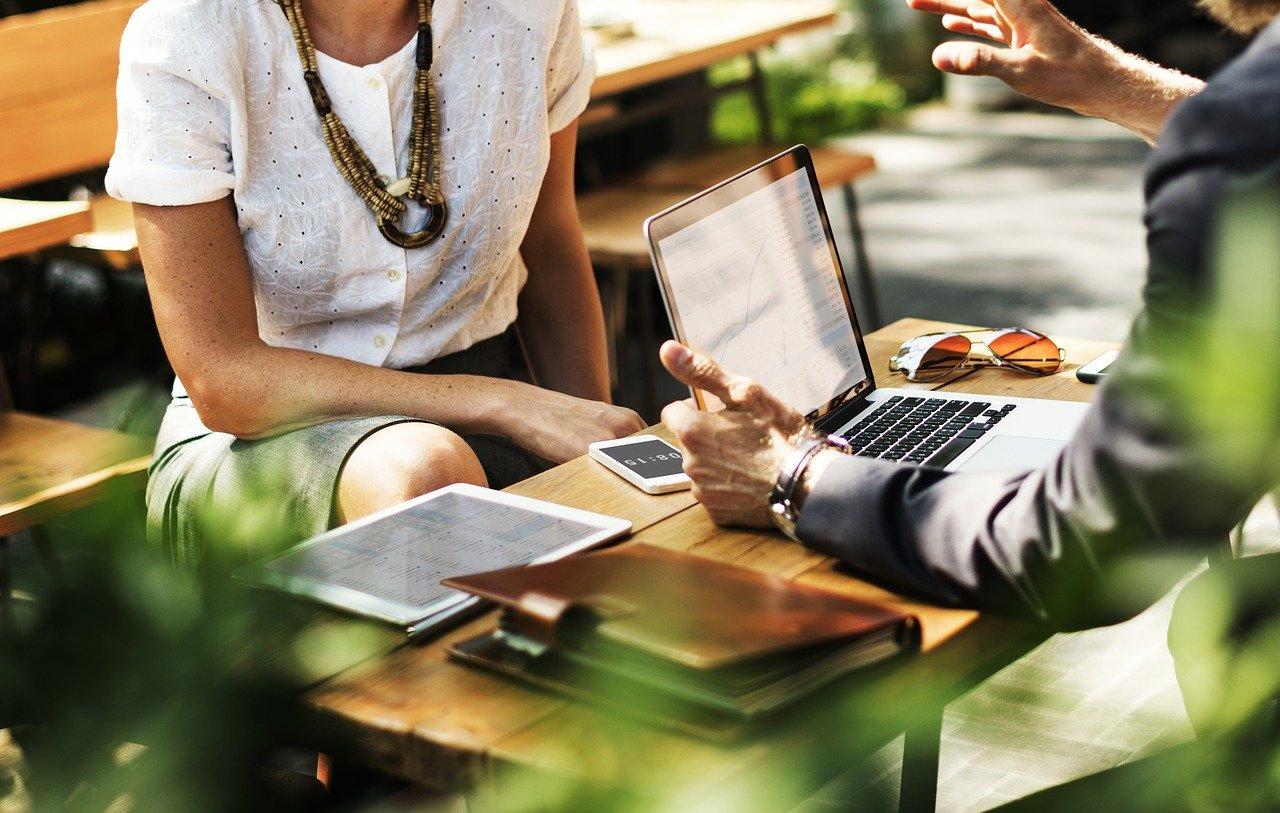 Jak dlouho lidé vydrží s financemi při ztrátě zaměstnání? A kdo nejčastěji střídá práci? - anotační obrázek