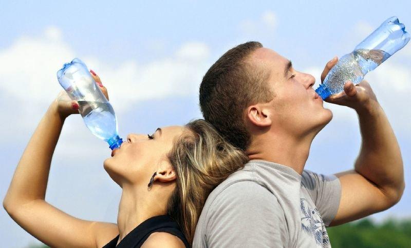 Nezapomínejte vlétě na pitný režim. Kolik tekutin vypít? - anotační obrázek