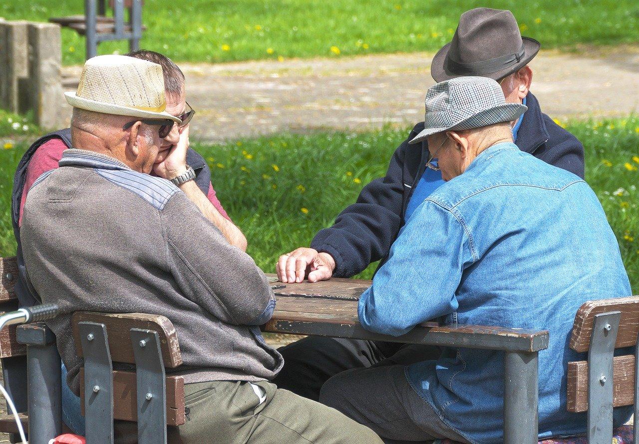 Zlaté komunistické časy... Měli se důchodci za socialismu lépe? - anotační obrázek